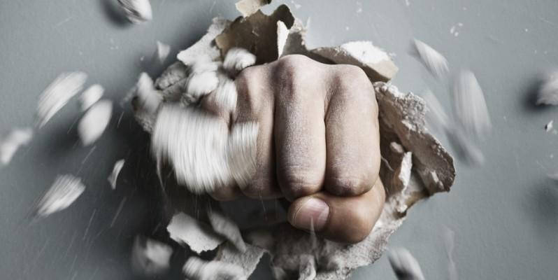 کنترل استرس با شکستن وسایل